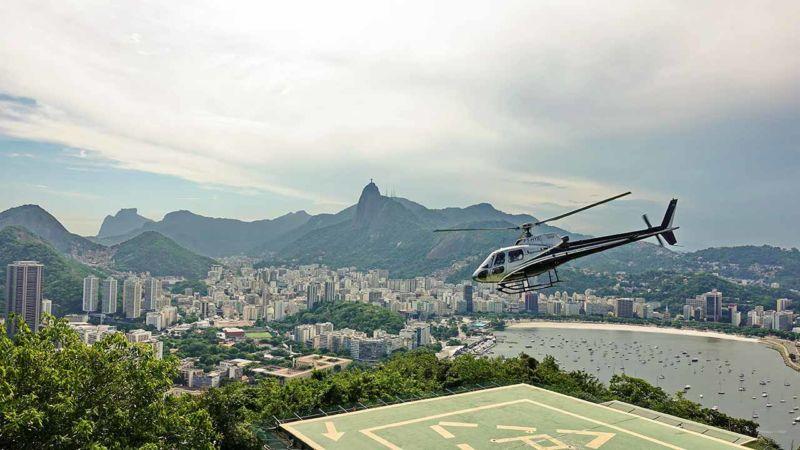 Zuckerhut mit Hubschrauber