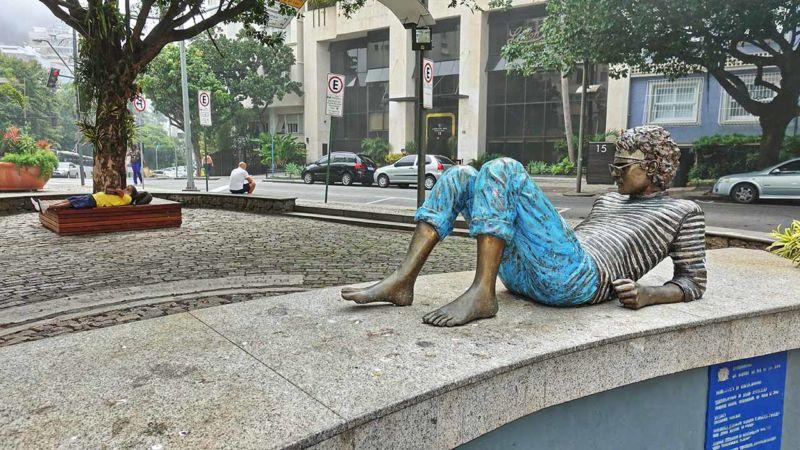 Cazuza Statue und Liegender