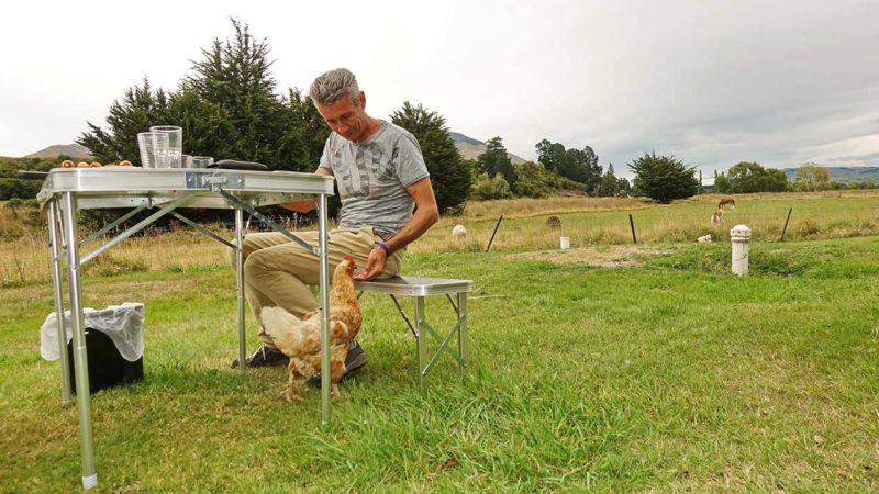 Hühnerfüttern in Athol
