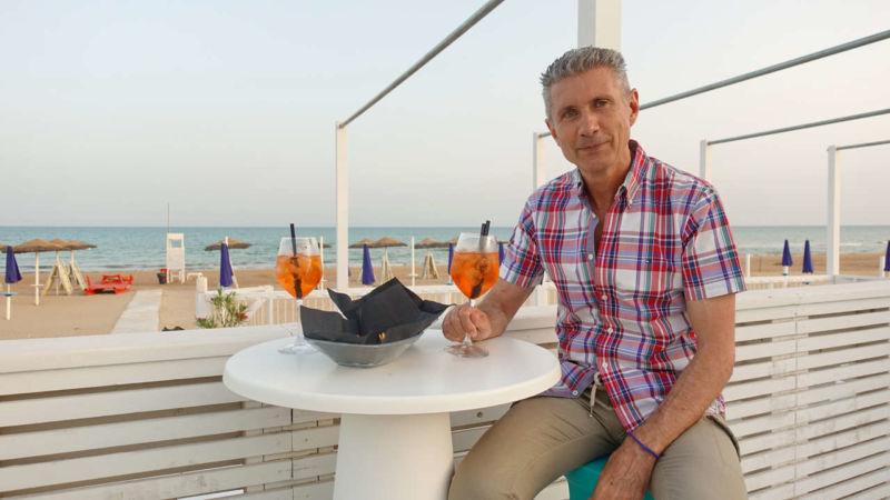 Aperol Spritz am Strand von Sampieri