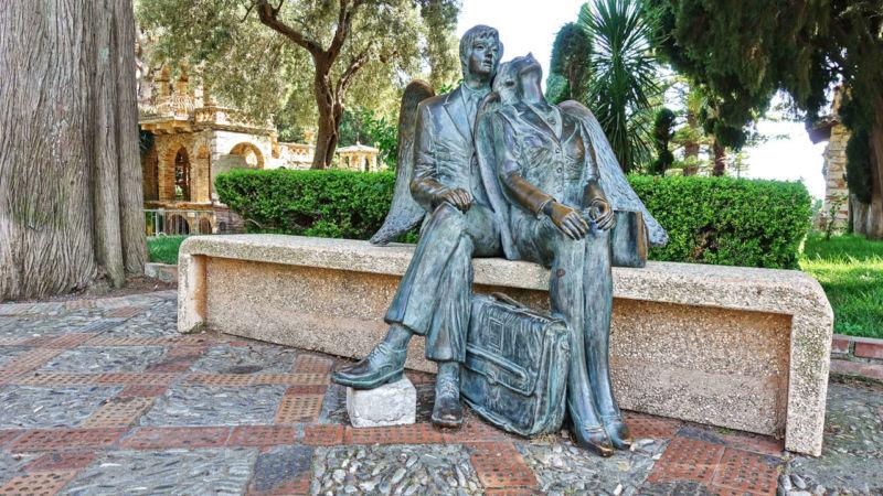 Zwei Engel im Stadtgarten von Taormina