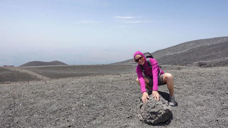 Tanja beim Krater Barbagallo